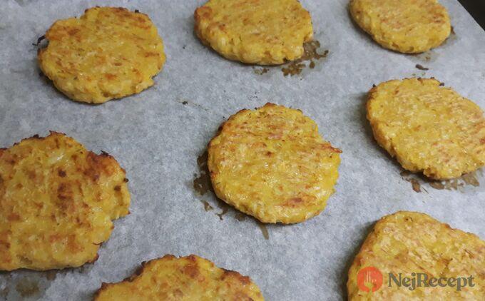 Recept Štíhlé karbanátky z cukety, česneku a sýra.