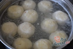 Příprava receptu Tvarohové kuličky plněné s meruňkami, krok 4