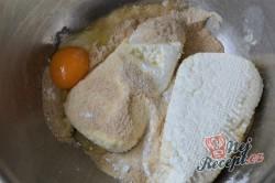 Příprava receptu Tvarohové kuličky plněné s meruňkami, krok 1