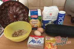 Příprava receptu Cuketová bábovka s ořechy, krok 1
