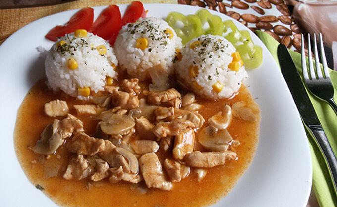 Recept Kuřecí prsa na žampionech s rýží