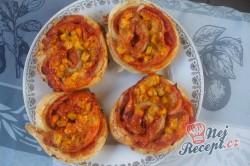 Příprava receptu Pizzovníky z listového těsta se šunkou, sýrem a kukuřicí, krok 7