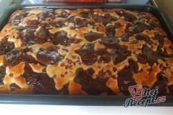 Příprava receptu Pudinkový koláček s ovocem z mé zahrady a pořádnou dávkou šlehačky, krok 3