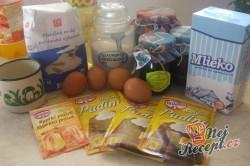 Příprava receptu Pudinkový koláček s ovocem z mé zahrady a pořádnou dávkou šlehačky, krok 1