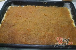 Příprava receptu Jablečný koláč s kokosovou nadýchanou peřinkou, krok 3