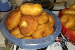 Příprava receptu Domácí koblihy s malinovou pěnou, krok 4