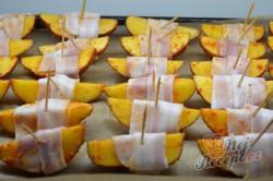 Příprava receptu Brambory v slaninovém županu, krok 3