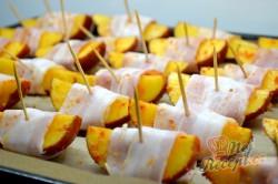 Příprava receptu Brambory v slaninovém županu, krok 5