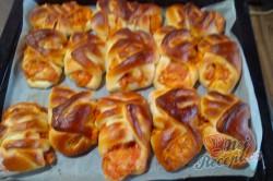 Příprava receptu Pizzovníky z kynutého těsta v netradičním tvaru, krok 8