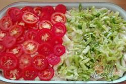 Příprava receptu Pikantní těstoviny se salámem z jednoho pekáčku, krok 3
