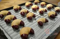 Příprava receptu Medové rohlíčky máčené v čokoládě - FOTOPOSTUP, krok 8