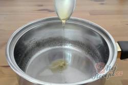 Příprava receptu Medové rohlíčky máčené v čokoládě - FOTOPOSTUP, krok 1
