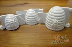 Příprava receptu Ořechové včelí úlky - nepečené vánoční cukroví, krok 1