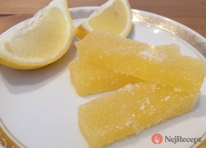 Recept Nekoupili jste v lékárně vitamín C? Připravte si domácí citrónové bonbóny, které milují děti i dospělí.