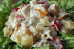 Příprava receptu Zeleninový salát s kuřecím masem a ananasem, krok 9