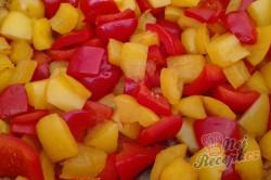 Příprava receptu Zeleninový salát s kuřecím masem a ananasem, krok 3