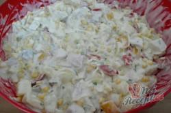 Příprava receptu Zeleninový salát s kuřecím masem a ananasem, krok 8