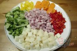 Příprava receptu Lehký těstovinový salát s jogurtovým dresinkem, krok 2