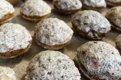 Příprava receptu Oříšky plněné karamelovým krémem a posypané moučkovým cukrem, krok 1