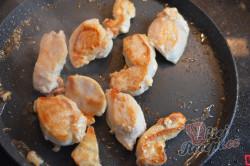 Příprava receptu Kuřecí soté s houbami a bramborovými šiškami, krok 6