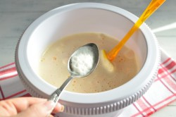 Příprava receptu Zdravější dezert - Mrkvový dort s citronovou polevou, krok 9