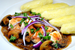 Příprava receptu Kuřecí soté s houbami a bramborovými šiškami, krok 7
