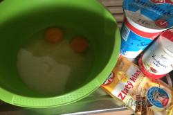 Příprava receptu Nejjemnější koláč ze zakysané smetany se šťavnatým krémem uvnitř, krok 4