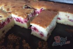Příprava receptu Nejjemnější koláč ze zakysané smetany se šťavnatým krémem uvnitř, krok 10