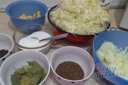 Příprava receptu Kysané zelí nakládané do sudu - extra dávka vitamínů, krok 1