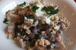Příprava receptu Lehký salát s kuřecím masem, fazolemi a sýrem, krok 9