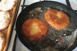 Příprava receptu Vynikající obměna klasických řízků. Smažený mletý řízek se sýrem., krok 4