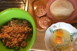 Příprava receptu Vynikající obměna klasických řízků. Smažený mletý řízek se sýrem., krok 2