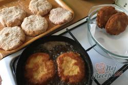 Příprava receptu Vynikající obměna klasických řízků. Smažený mletý řízek se sýrem., krok 5
