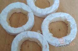 Příprava receptu Plněný hermelín zabalený v listovém těstě, krok 1