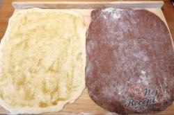 Příprava receptu Dvoubarevné pečivo za pár kaček, krok 1