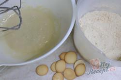 Příprava receptu MARLENKA (medovo-mléčné) kuličky, krok 1