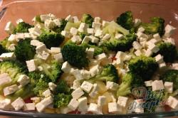 Příprava receptu Vrstvený těstovinový salát se zakysanou smetanou, krok 8