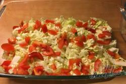 Příprava receptu Vrstvený těstovinový salát se zakysanou smetanou, krok 5