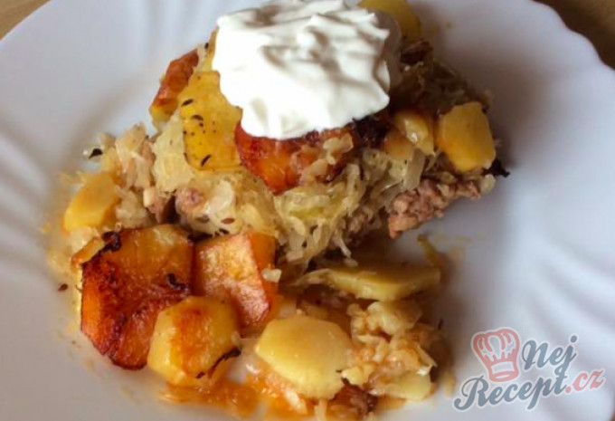 Recept Zapékané brambory s kysaným zelím