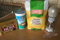 Příprava receptu Povidlové válečky ze zakysané smetany, krok 1