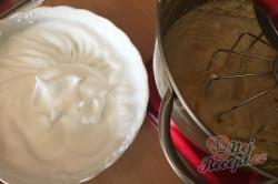 Příprava receptu Jemná jahodová bublanina, krok 4