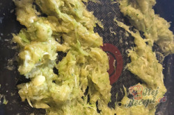 Příprava receptu Bezkonkurenční cuketová pomazánka s česnekem, krok 3