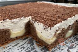 Příprava receptu Propadávaný koláč s pudinkem a zakysanou smetanou, krok 4