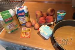 Příprava receptu Tvaroh, vajíčka, zakysaná smetana a broskve jsou základem na vynikající TVAROHÁČEK, krok 1