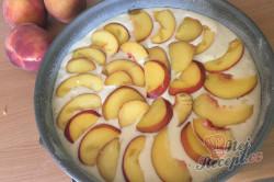 Příprava receptu Tvaroh, vajíčka, zakysaná smetana a broskve jsou základem na vynikající TVAROHÁČEK, krok 4