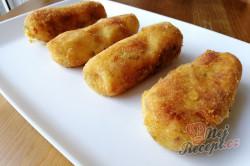 Příprava receptu Dokonalá náhrada za smažený sýr. Bramborové tyčinky se sýrem uvnitř., krok 8