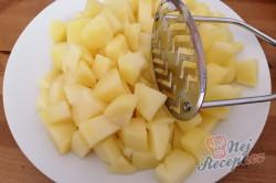 Příprava receptu Dokonalá náhrada za smažený sýr. Bramborové tyčinky se sýrem uvnitř., krok 1