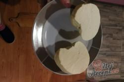 Recept Domácí sýr, který zvládne i začátečník. Z 2 l mléka vyrobíte 1 kg sýra.