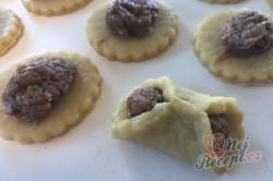 Příprava receptu Bombastické ořechové koláčky. Ideální těsto ze zakysané smetany, které je vhodné i na vánoční pečení., krok 5