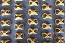 Příprava receptu Bombastické ořechové koláčky. Ideální těsto ze zakysané smetany, které je vhodné i na vánoční pečení., krok 7